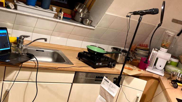 Christian Schmitt verwandelt seine Küche in ein Studio