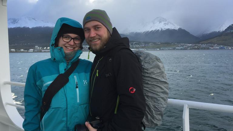 Paar auf einem Schiff