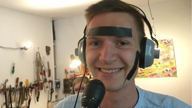 Kontrastreiches Klebeband gegen Gesichterkennung