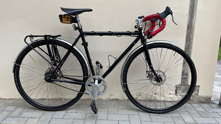 Abstandsmesser: Fertig, der Sensor ist montiert und wird am Fahrradsattel montiert