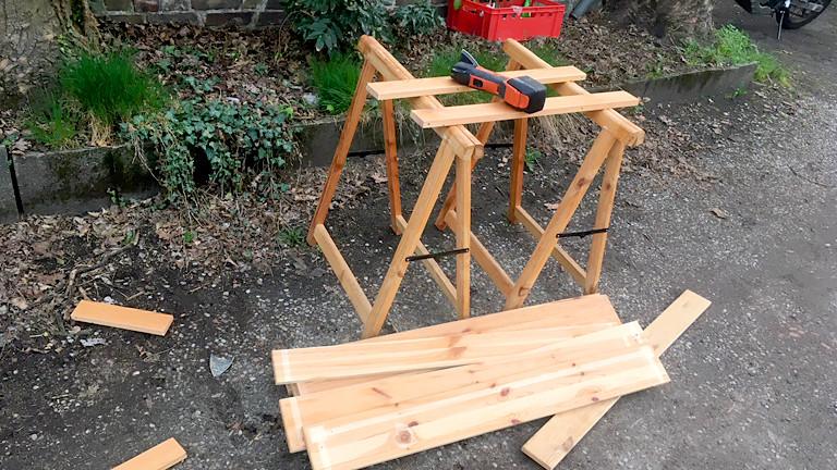 Ein zersägter Tisch