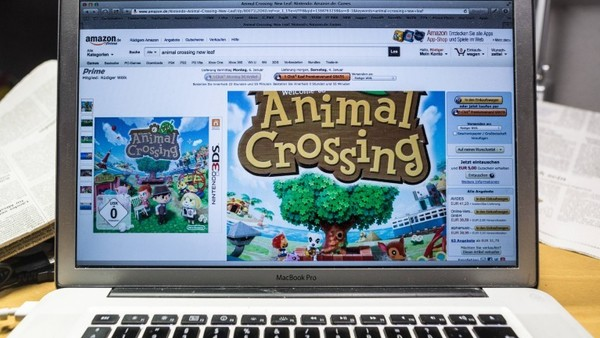 Das Spiel Animal Crossing auf einem Laptop.