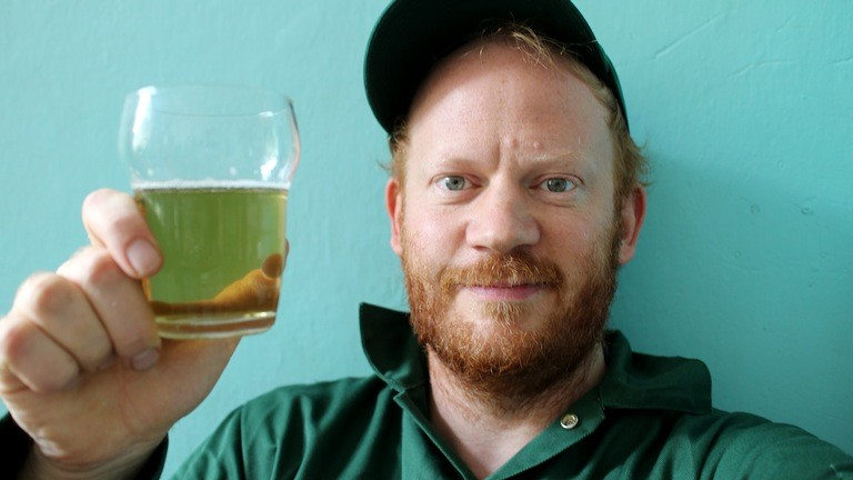 Moritz Metz trinkt Matetee.