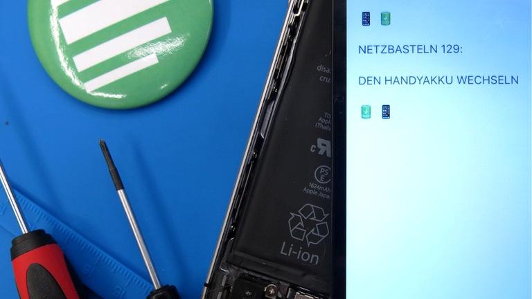 Ein Handy und Werkzeug zum Akku-Wechseln