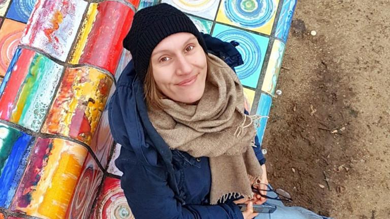 Julia Schmitz ist Kulturjournalistin und Synästhetikerin.