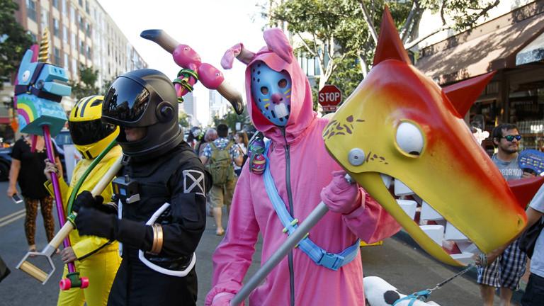 Auf der Comic Con in San Diego verkleiden sich Fans in Fortnite-Kostümen