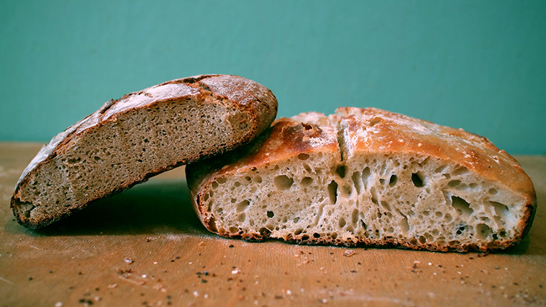 Ein aufgeschnittenes Brot