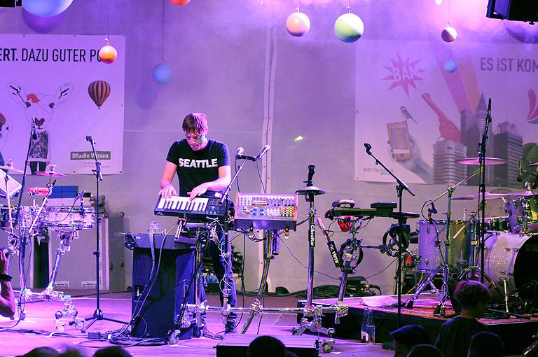 Robert DeLong auf der Bühne