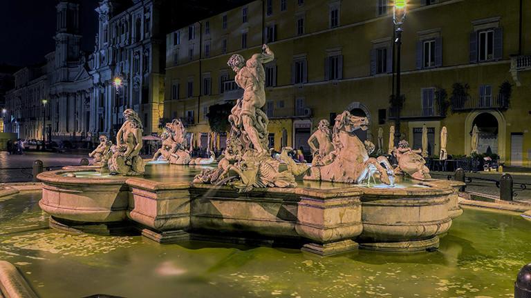 Der Brunnen Fontana del Moro auf der Piazza Navona in Rom.