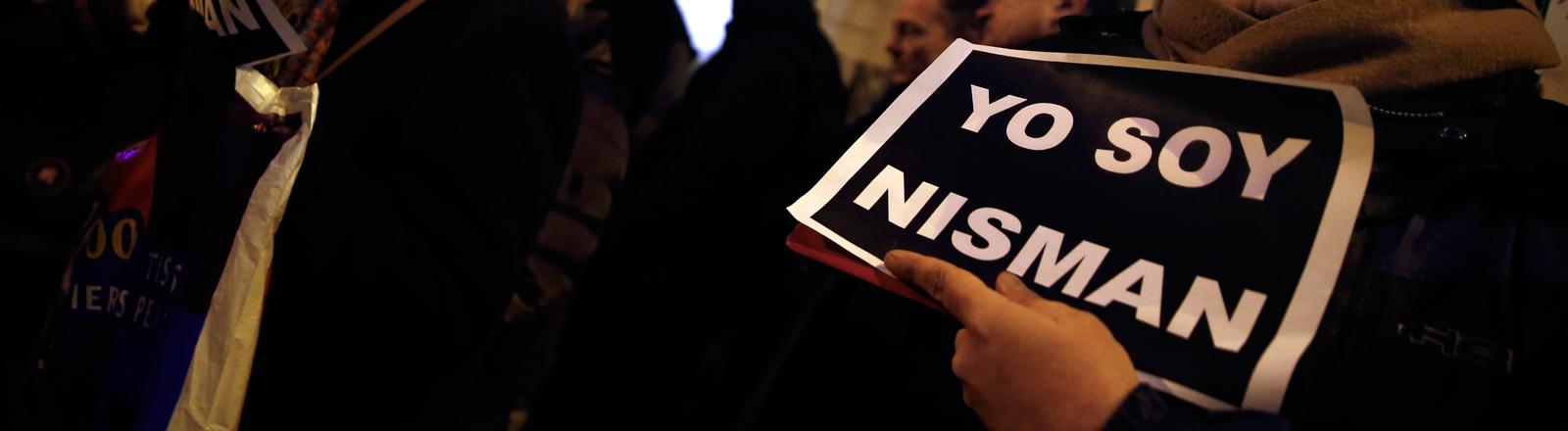 """""""Ich bin Nisman"""", ein Demonstrant erinnert in Buenos Aires mit diesem Schild an den toten Staatsanwalt Alberto Nisman."""