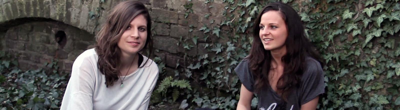 Regina Mennig (links) und Jenny Hellmann bei Aufnahmen für ihr Crowdfunding-Video