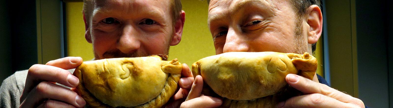 """Daniel Geal und Paul Embleton haben in Köln den """"Tasty Pasty""""-Laden eröffnet."""