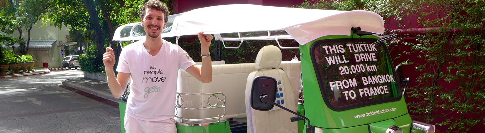 Ludwig Merz vor seinem E-Tuktuk