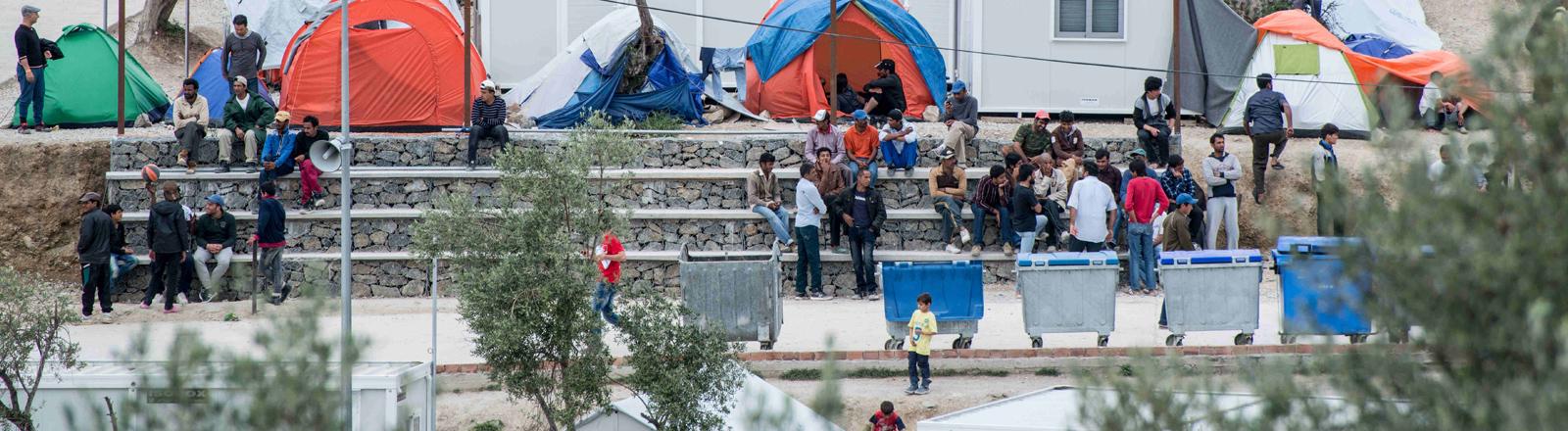Das Flüchtlingslager Mora auf der griechischen Insel Lesbos