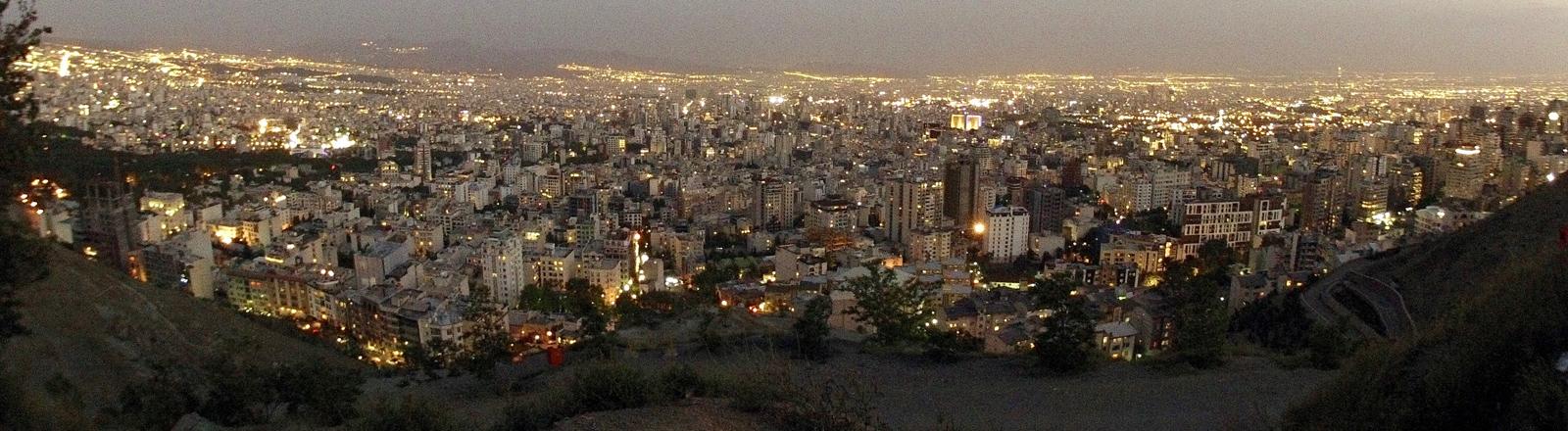 Teheran von Bam-e Tehran gesehen