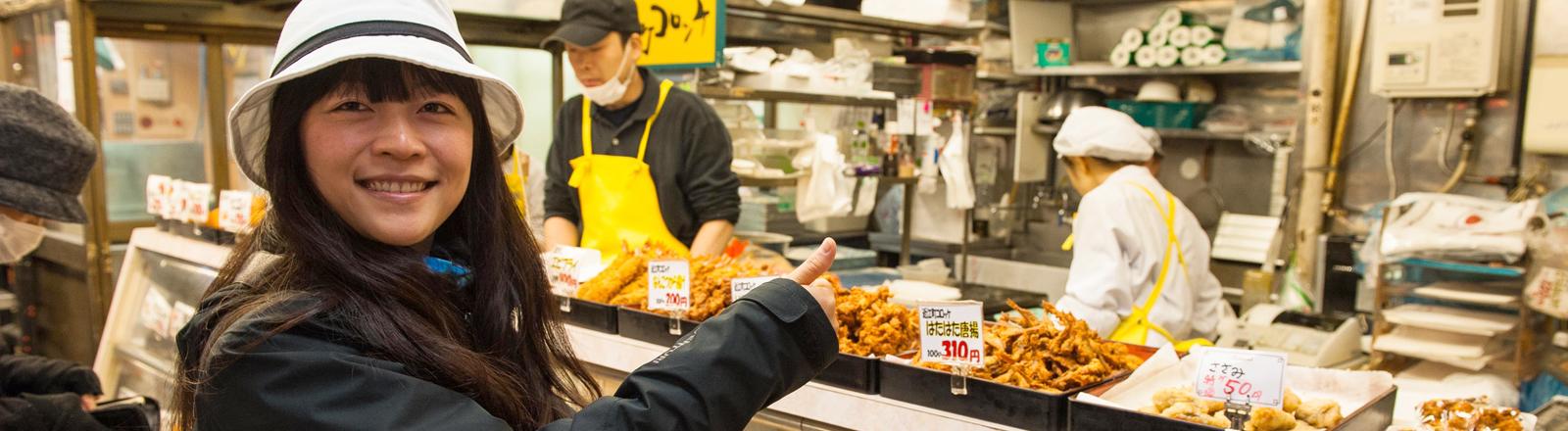Bloggerin Qiun Xie-Krieger auf einer kulinarischen Reise.