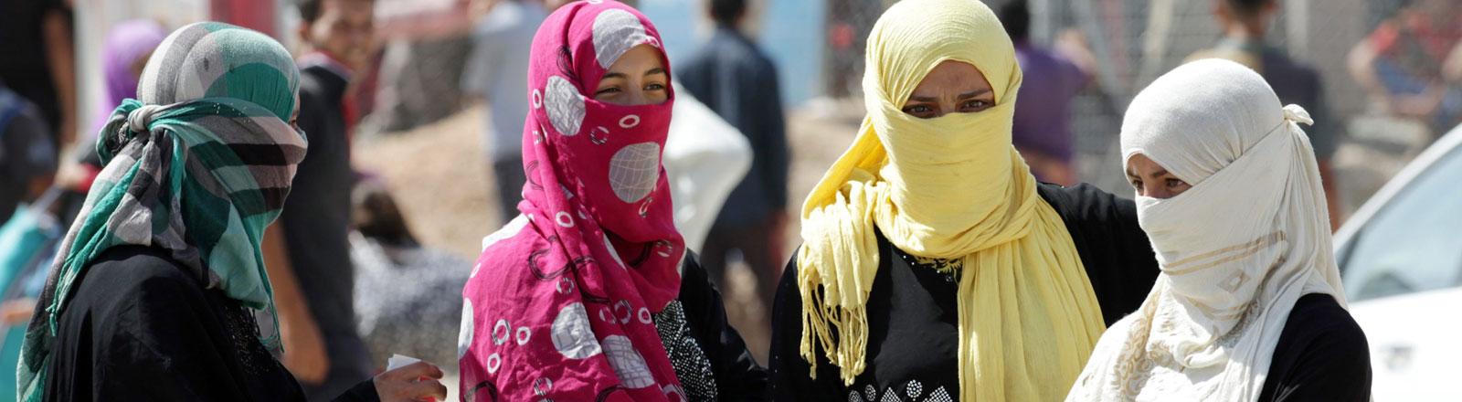 Frauen in einem Flüchtlingslager im Norden des Irak.