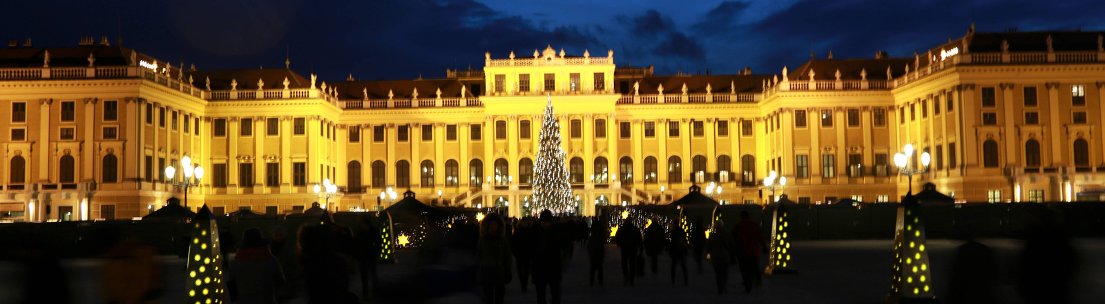 Weihnachtsmarkt vorm Schloss Schönbrunn