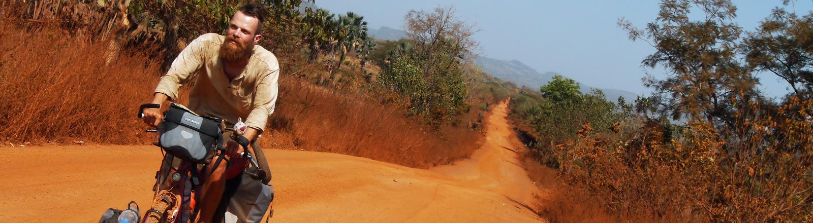 Markus Weber reist auf dem Fahrrad durch Afrika.