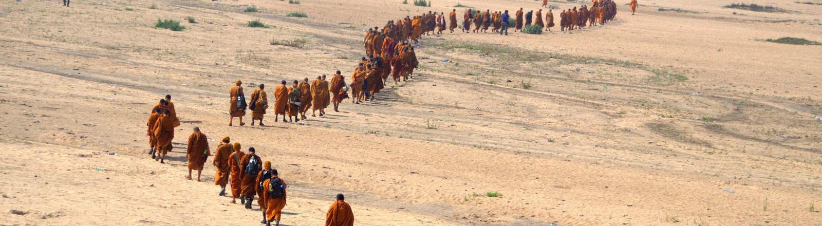 Thai-Mönche auf Pilgerwanderung in Indien