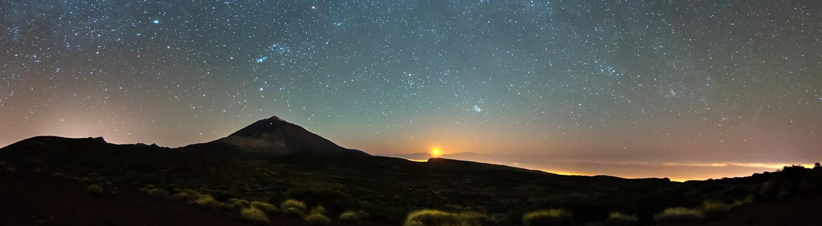 Aufgehende Sonne und Sterne am Himmel - Nationalpark Teide Teneriffa.