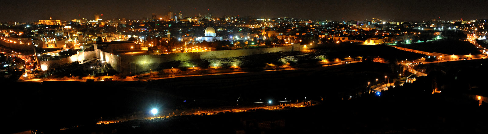 Die Altstadt Jerusalems bei Nacht