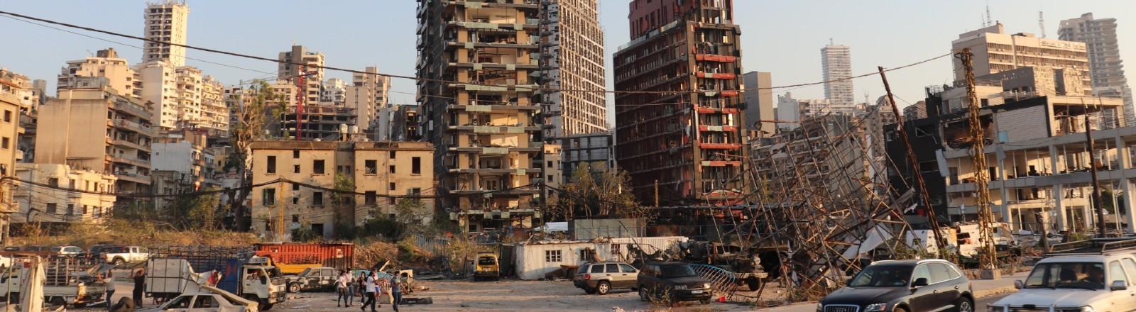 Die Stadt Beirut, nachdem sie von einer Explosion zerstört wurde. Kein Fenster ist mehr in den Gebäuden.