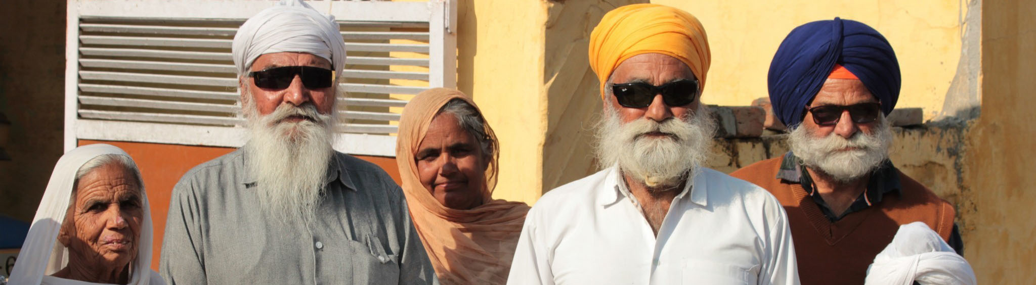 Dorfbewohner aus Jerga in Indien an der Grenze zu Pakistan