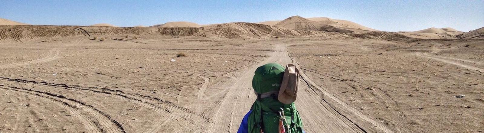 Stephan Meurisch auf seiner Wanderung in der Wüste