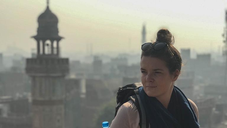 Anne Steinbach während ihrer Pakistanreise.