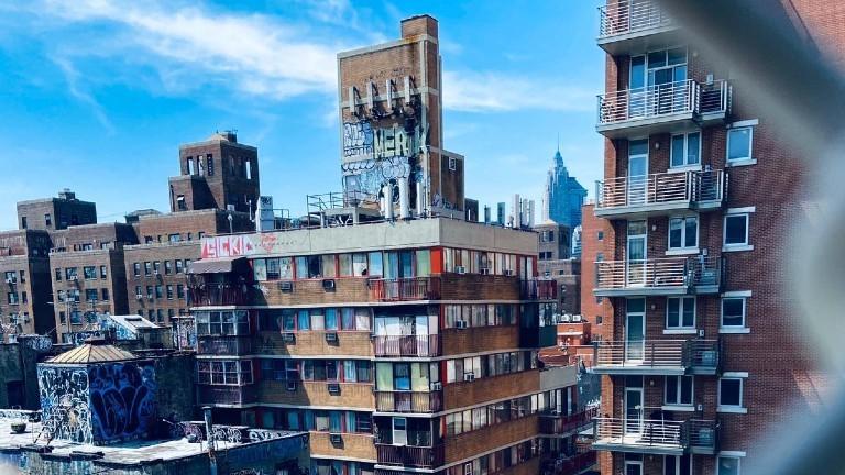 Wohnhäuser im East Village in New York City.