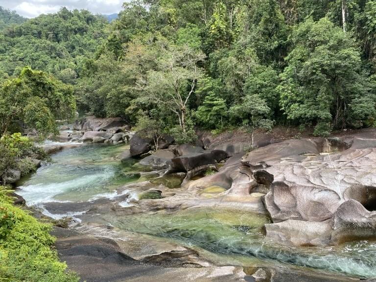 Vom Wasser geformte Felsen: Babinda Boulders