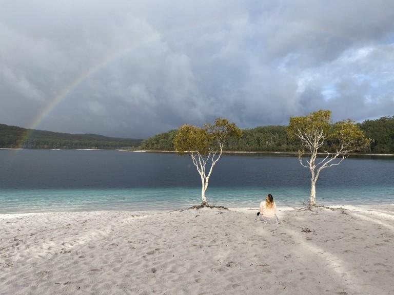 Lake McKenzie: Line am Ufer des  Grundwassersee auf Fraser Island