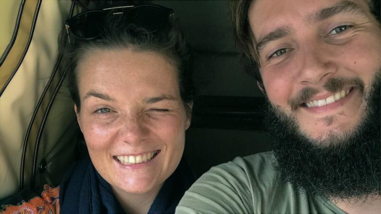 Selfie der Travelblogger Anne Steinbach und Clemens Sehi