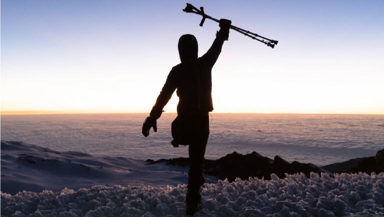 Über den Wolken: Tom Belz auf dem Gipfel des Kilimandscharos