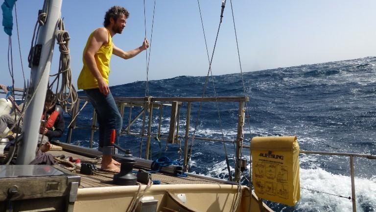 Timo Peters ist auf dem Segelboot Libertalia unterwegs auf dem Atlantik.