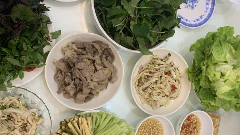 Salate und Kräuter