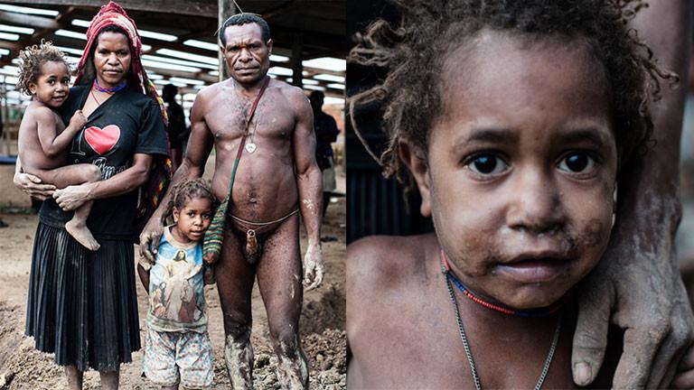 Eine Familie in West-Papua.