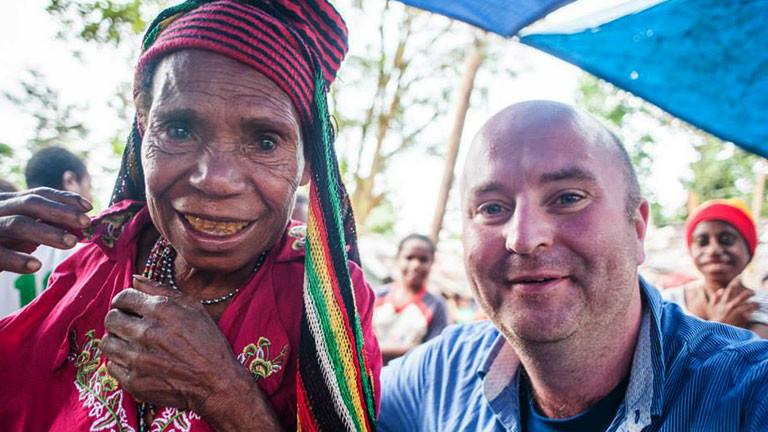Michael Wagener mit einer West-Papuaerin.