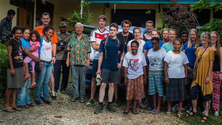 Die neun Schüler des Hollenberg-Gymnasiums Waldbröl reisten 21 Tage durch West Papua.
