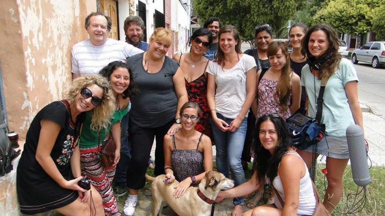 Jenny Hellmann und Regina Mennig beim Radio Sender FM Rock. In der Mitte sitzt Catalina mit ihrem Hund.
