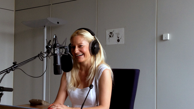 Carina Baumann im HR-Studio