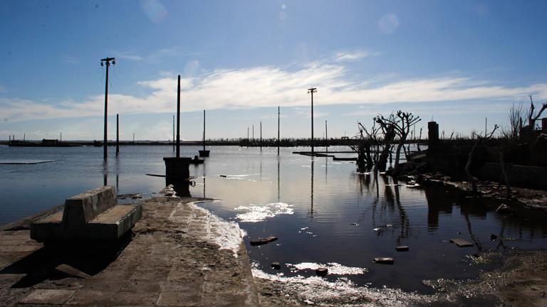 Die überflutete Uferpromenade