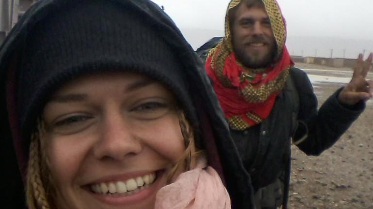 Benjamin Nerding mit seiner Freundin in Mauretanien im November 2015. Trainhopping mit dem laengsten Zug (Eisentransportzug)der Welt von Nouadhibou nach Choum.