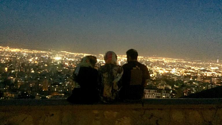 Ein beliebter Aussichts- und Treffpunkt: Bam-e Tehran - das Dach von Teheran.