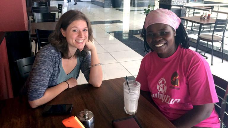 Ruth Asan mit einer kenianischen Ruby Cup Trainerin