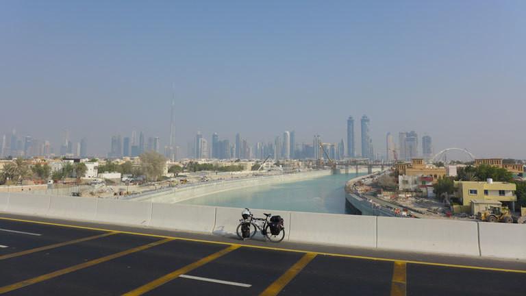 Mit dem Fahrrad durch Dubai