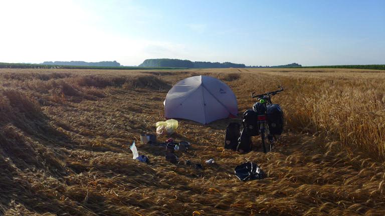 In Tschechien hat Marco sein Zelt auch mal im Kornfeld aufgeschlagen.