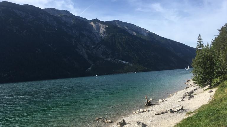 Anna Aufschlager in vor den Alpen bei Innsbruck