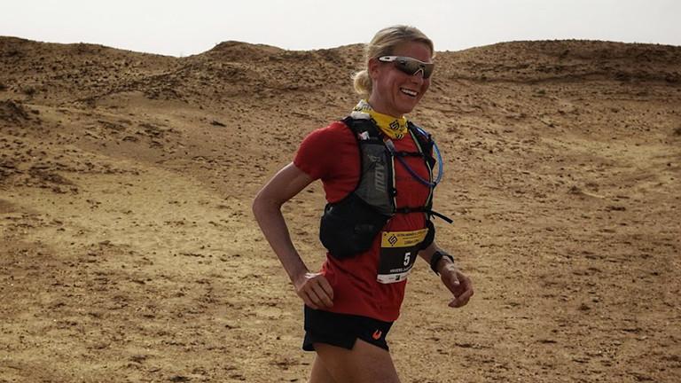 Beim Ultra Mirage El Djerid 2020 läuft Judith Havers durch die Wüste.